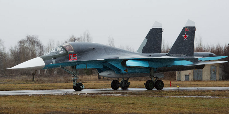 Су-34 борты №№05 и 10 красные